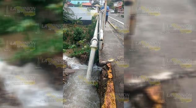 Truena tubería de mala calidad en Poza Rica