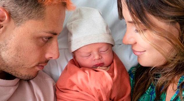 ¡Chicharito se convirtió en padre el Día del Padre!