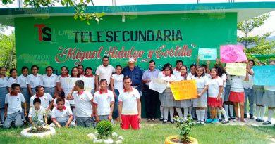 Alcalde de Espinal se compromete a construir baños de Telesecundaria