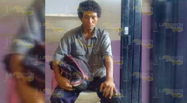Buscan a familiares de indigente que deambula en Yahualica, Hidalgo
