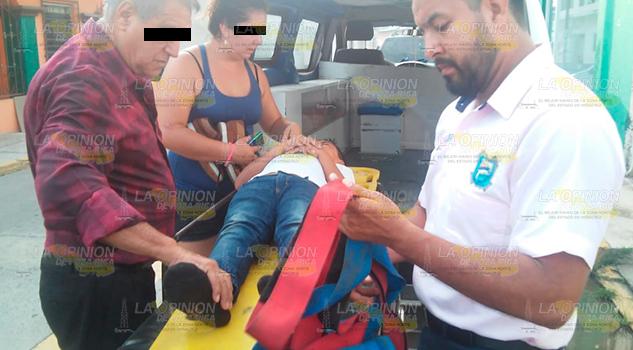 Casi mata a su hijo al echarse de reversa en Cazones de Herrera