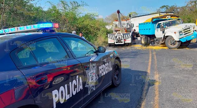 Chocan de frente dos camiones en la Tuxpan - Tampico