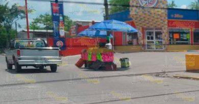 Comerciantes invaden la vía pública en Coatzintla