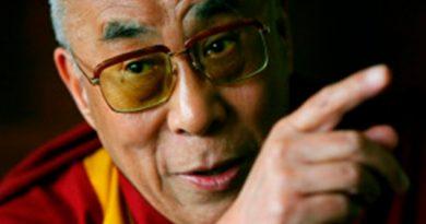 Dalai Lama causa polémica con comentario sobre mujeres