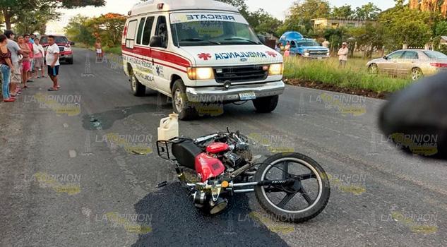 Derrapan su motocicleta y terminan hospitalizados en Potrero del Llano