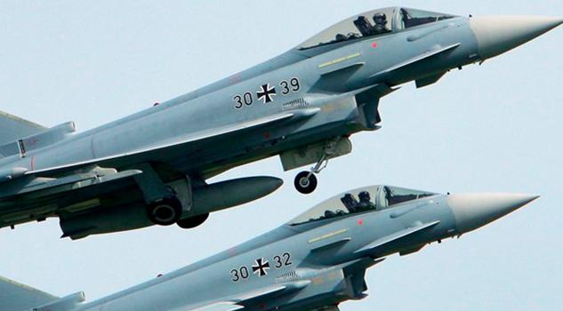 Dos cazas de las fuerzas armadas de Alemania chocan en el aire
