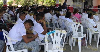 Estudiantes de Tihuatlán, en incertidumbre por sus becas