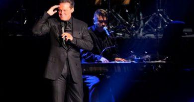 Luis Miguel detiene concierto por original declaración de amor de una fan
