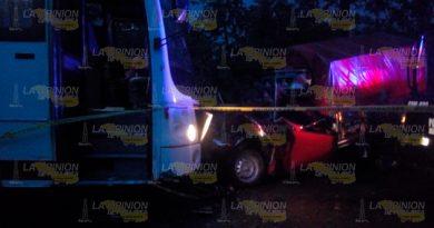 Muerte besa a ocupantes de camioneta rumbo a Espinal, camión los embistió