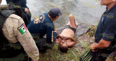 Policía rescata a persona a punto de morir ahogada en Martínez de la Torre
