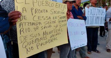 Reciben con protestas al Secretario de Salud en Soledad Atzompa, Veracruz