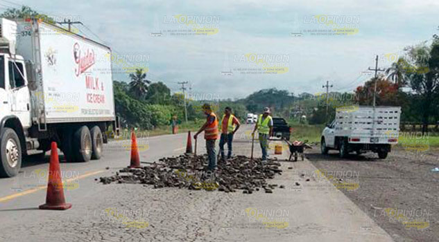Rehabilitan carretera Federal Poza Rrica - Tihuatlán