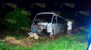 Se accidenta veloz autobús en la carretera Álamo - San Miguel