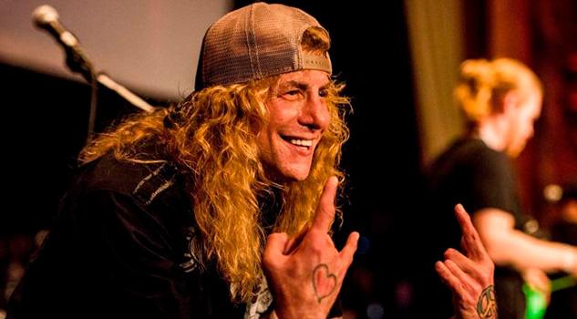 Steven Adler, ex integrante de Guns N' Roses, es hospitalizado por apuñalarse