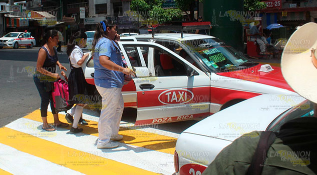 Taxistas de Poza Rica atracan en masa