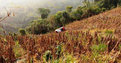 Trágica muerte de taxista al caer a barranco en la sierra de Atzalan