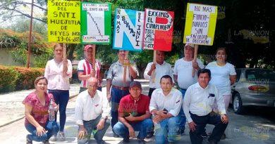 Trabajadores del INPI en Huejutla, exigen pago de bono