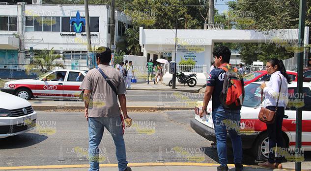 Universitarios con seguridad