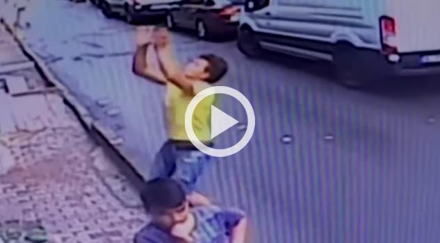 Joven salva a niña de 2 años que cayó de un segundo piso