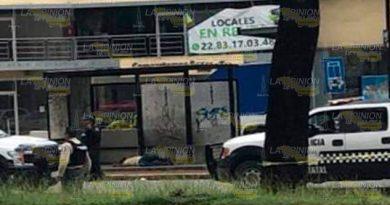 Xalapa ensangrentada, lo asesinan en la parada de autobúses
