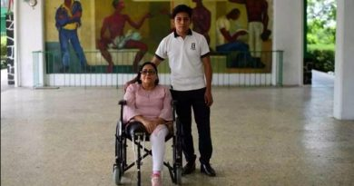 Estudiante diseña prótesis con materiales de reciclaje en Xalapa