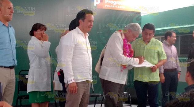 AMLO constata necesidades del hospital de Chicontepec