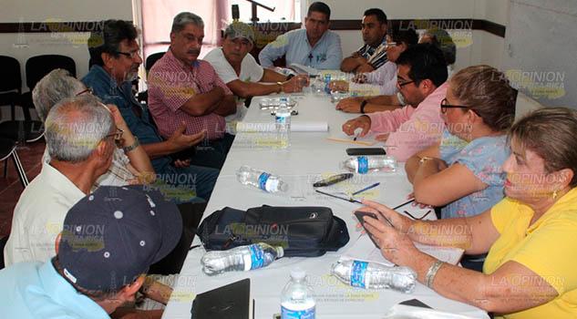 Alcalde de Naranjos se reúne con sociedad Ecologista del río Tancochin
