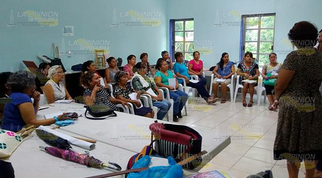 Apoyan a mujeres de Coatzintla para generar empleo