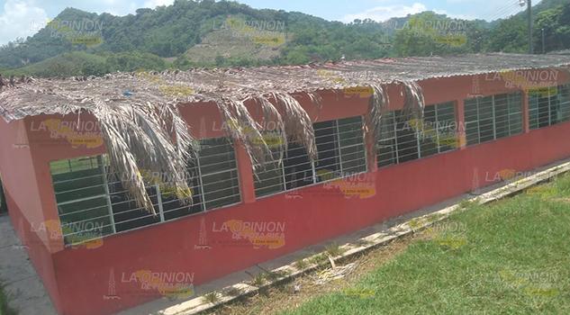 Ardientes aulas de la primaria Lázaro Cárdenas del Río, Panorama, Coyutla