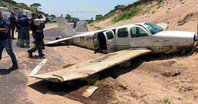 Aterriza avioneta en las dunas en Alvarado