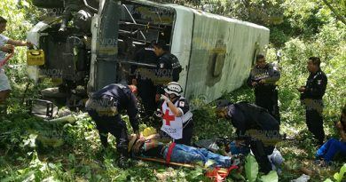 Autobús cae a barranco en la carretera Tuxpan - Tampico