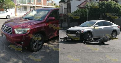 Camioneta destroza Altima en la 27 de Septiembre de Poza Rica