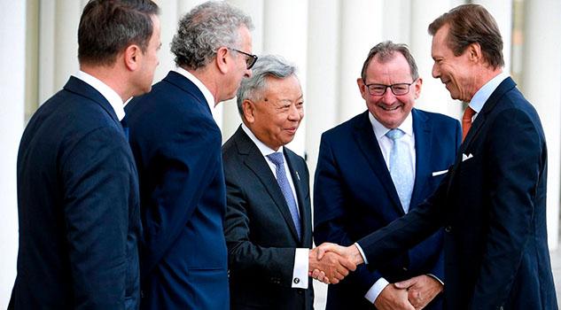 China busca estrechar lazos con la UE a través de su banco global