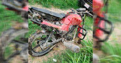 Cobrador derrapa a bordo de motocicleta en Pánuco