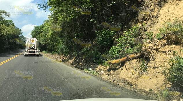 Deslaves por lluvias afectarían circulación en la Poza Rica - Tihuatlán