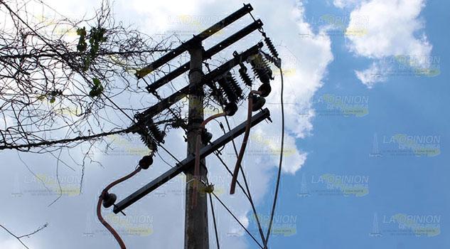 Falla servicio de luz en varias comunidades de Papantla