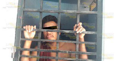 Fue entregado a la policía tras causar alboroto en barrio de Huejutla
