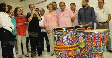 "Inauguran Exposición ""Sinfonía de Colores"" en Poza Rica"