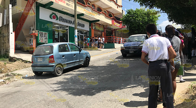 Insuficiente el servicio bancario en Tihuatlán