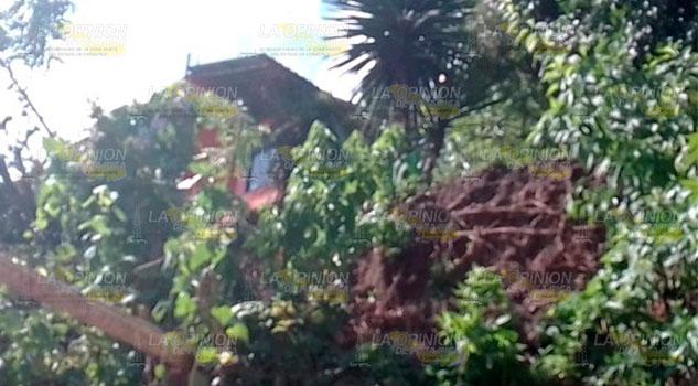 Intensa lluvia provoca deslaves en Chicontepec