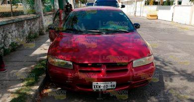 Localizan vehículo abandonado y con las puertas abiertas en Poza Rica