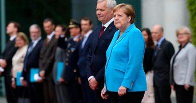 Merkel es vista temblando en público por tercera vez en menos de un mes