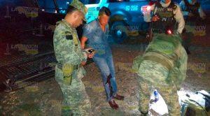 Militar alcoholizado se accidenta en la Alazán - Canoas y sobrevive de milagro