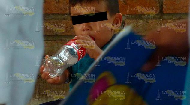 Niños de la Sierra del Totonacapan no beben agua, desayunan refrescos