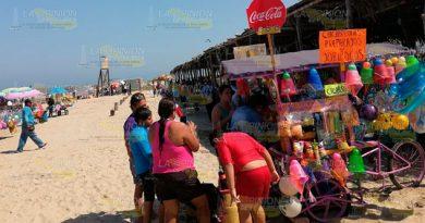 Palapas en la zona de playas de Tuxpan, sin aumentar costos