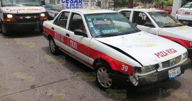 Pasajera herida en choque de taxis en Poza Rica
