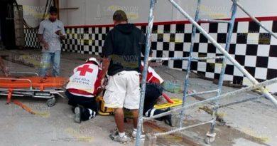 Pintor sufrió una caída desde 4 metros de altura en Huejutla