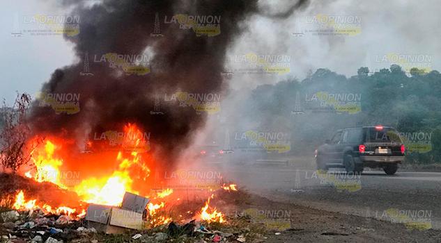 Se incendia un basurero clandestino en carretera Tampico - Poza Rica