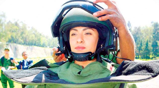 Sedena suma a mujer a brigada antibombas