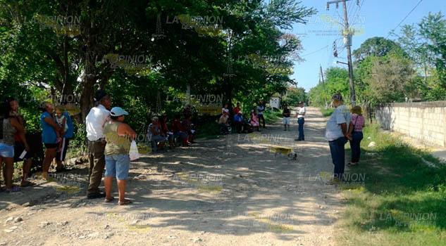 Sufren por la falta de agua los habitantes de la localidad Cerroazulito